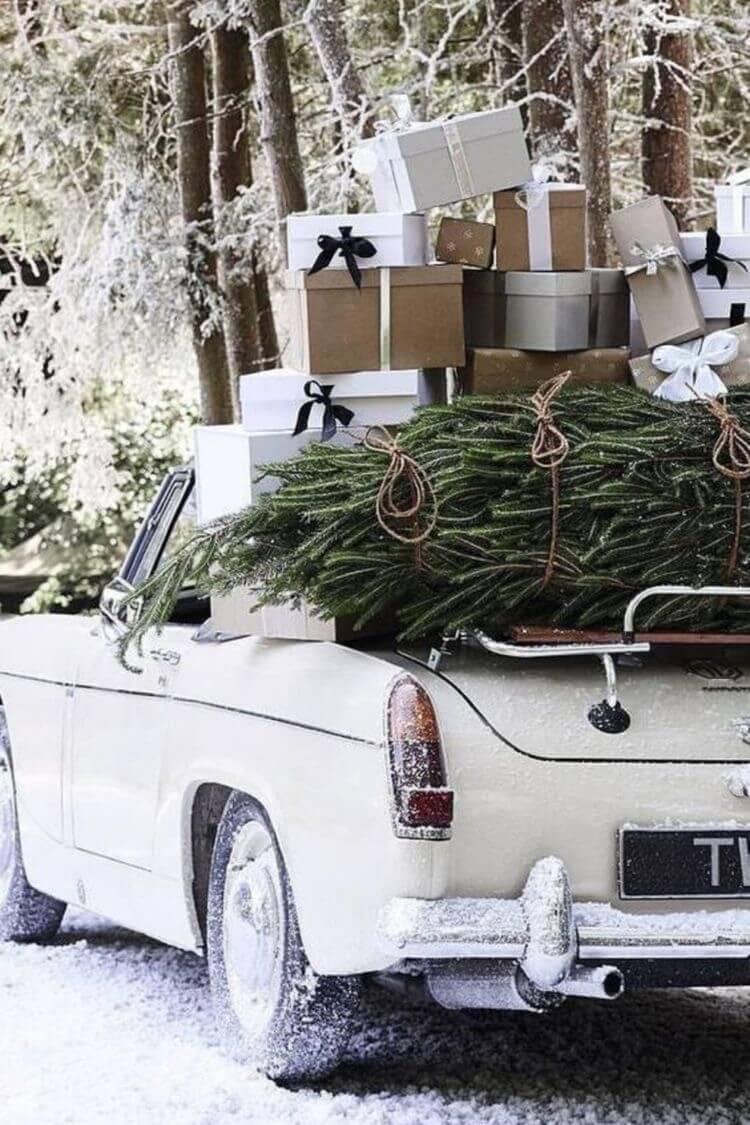 ¡Ya es Navidad! La tradición y los buenos deseos inundan nuestro interior. Da gusto ver las calles iluminadas, y los escaparates con la decoración de Navidad. La calle se inunda de color y vida.